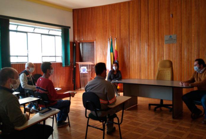 Reunião no Salão Nobre da Prefeitura
