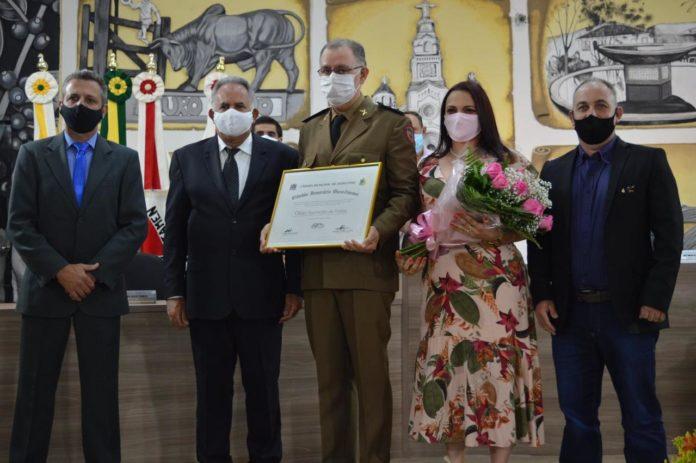Major Oldair recebe o título de Cidadão Honorário Ourofinense