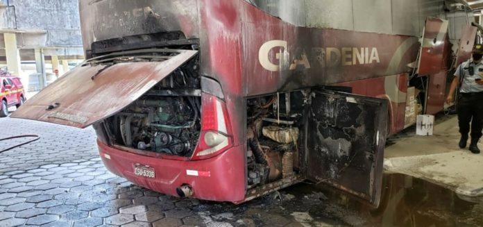 Ônibus da Gardênia pega fogo em BH